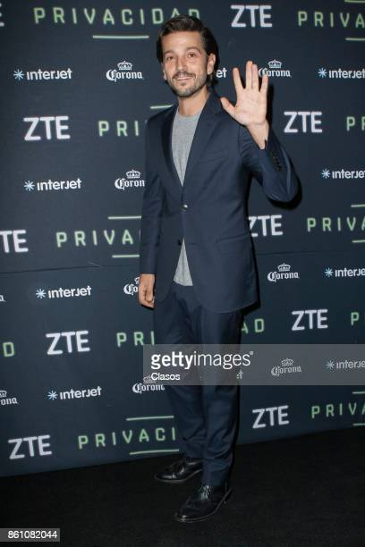 Diego Luna poses during the red carpet of the play 'Privacidad' at Teatro de los Insurgentes on October 12 2017 in Mexico City Mexico
