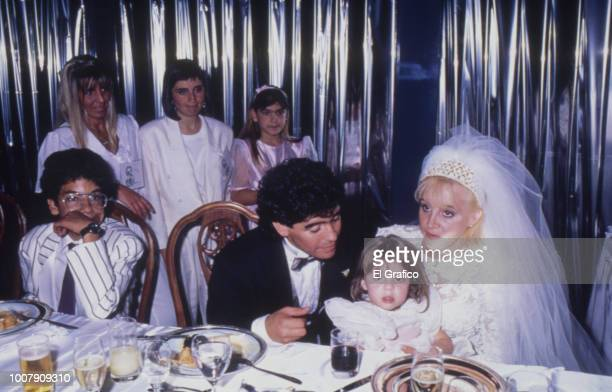 Diego Maradona and Claudia Villafañe pose with her daughter Dalma during their wedding at Luna Park Stadium on November 07 1989 in Buenos Aires...