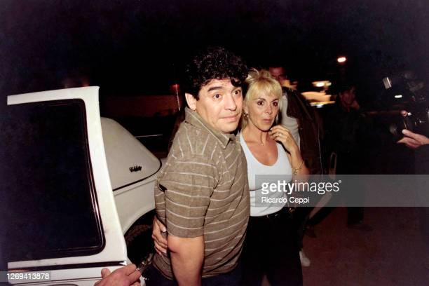 Diego Maradona arrives in a limousine with his wife Claudia Villafañe to a party at Conrad Hotel on January 08, 1999 in Punta del Este, Uruguay.