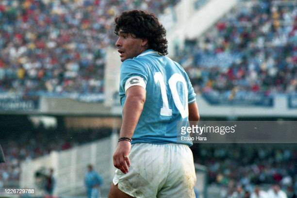 Diego Maradona of Napoli in action during the Serie A match between Napoli and Atalanta at the Stadio San Paolo on October 19, 1986 in Naples, Italy.