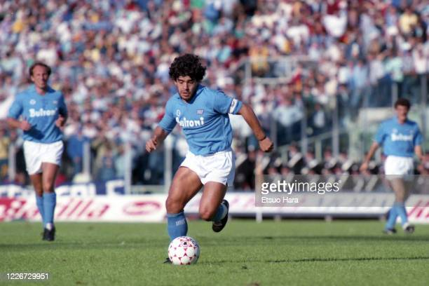 Diego Maradona of Napoli in action during the Serie A match between AS Roma and Napoli at the Stadio Olympico on October 26, 1986 in Rome, Italy.