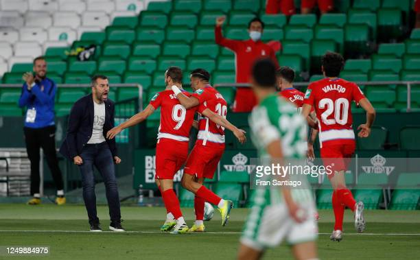 Diego Martinez, manager of Granada celebrates with Roberto Soldado of Granada after his late equaliser during the Liga match between Real Betis...