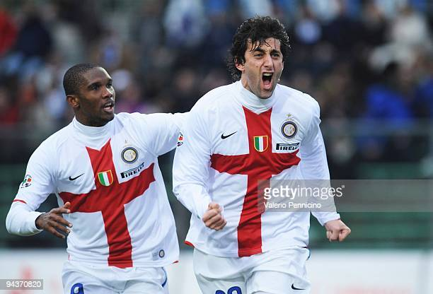 Diego Milito of FC Internazionale Milano celebrates his goal with Samuel Eto�o during the Serie A match between Atalanta and Inter Milan at Stadio...