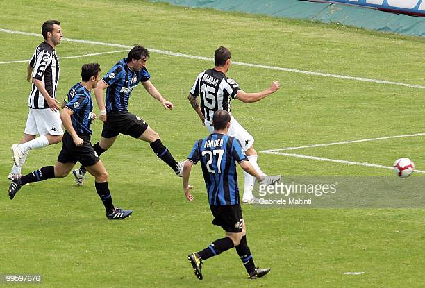 Diego Milito of FC Internazionale Milano scores their fist goal during the Serie A match between AC Siena and FC Internazionale Milano at Stadio...
