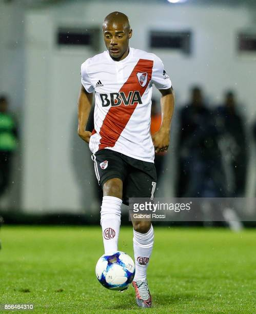 Diego Nicolas De la Cruz of River Plate drives the ball during a match between Tigre and River Plate as part of Superliga 2017/18 at Jose...