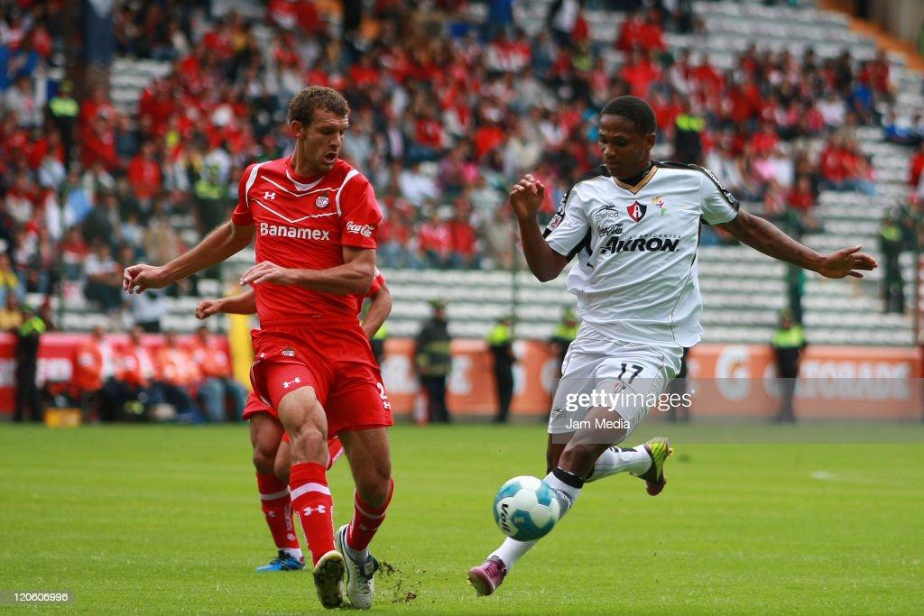Toluca vs Atlas Apertura 2011 : News Photo