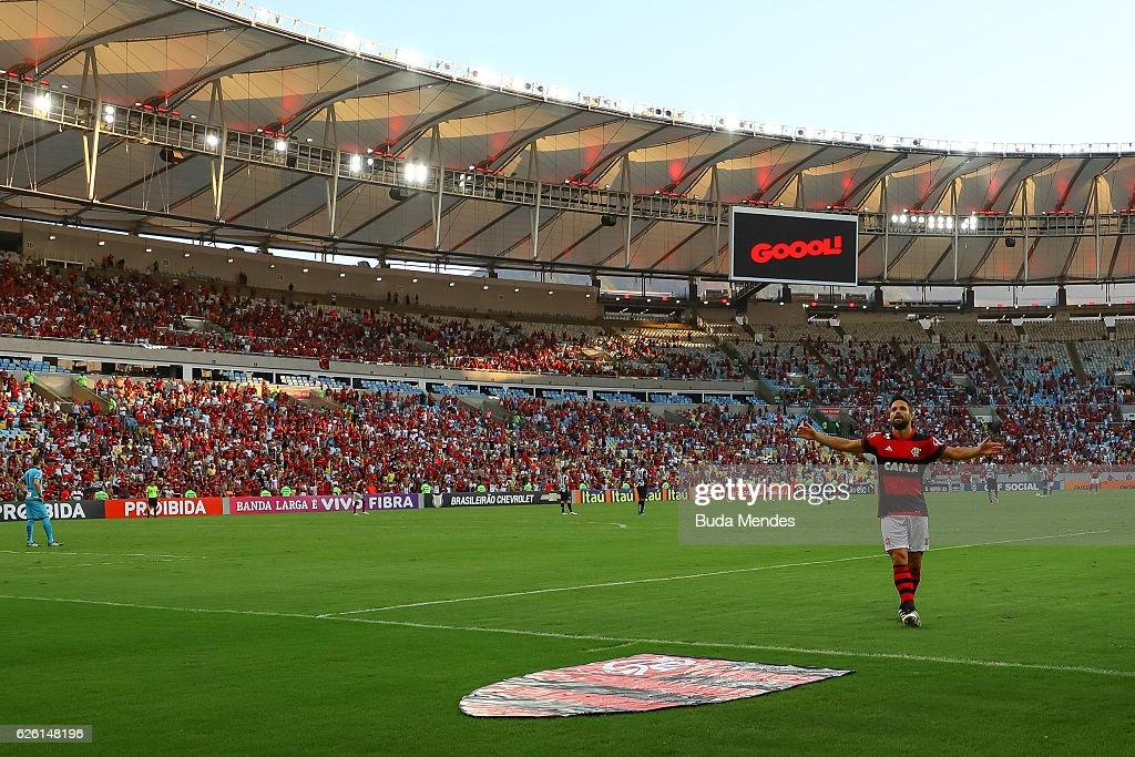 Flamengo v Santos - Brasileirao Series A 2016 : ニュース写真