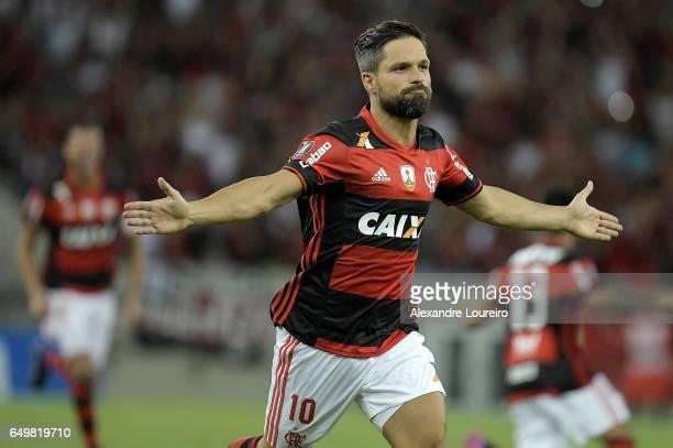 Diego of Flamengo celebrates a scored goal during the match between Flamengo and San Lorenzo as part of Copa Bridgestone Libertadores 2017 at...