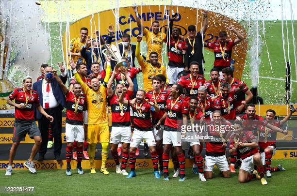 Diego of Flamengo lifts the champions trophy after winning the Supercopa do Brasil 2021 final between Flamengo and Palmeiras at the Mane Garrincha...