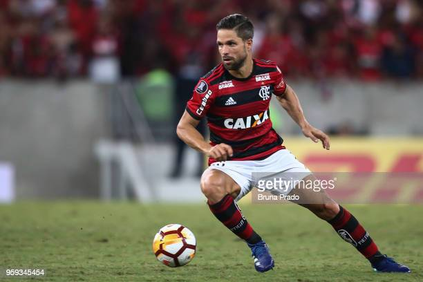 Diego of Flamengo runs for the ball during a Group Stage match between Flamengo and Emelec as part of Copa CONMEBOL Libertadores 2018 at Maracana...