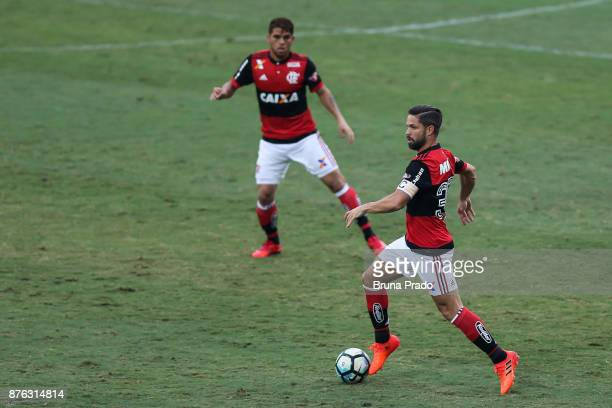 Diego of Flamengo runs for the ball during the Brasileirao Series A 2017 match between Flamengo and Corinthians at Ilha do Urubu Stadium on November...