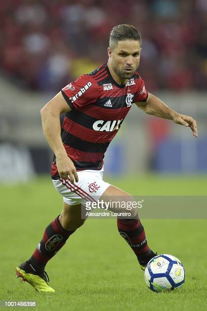Diego of Flamengo runs with the ball during the match between Flamengo and Sao Paulo as part of Brasileirao Series A 2018 at Maracana Stadium on July...