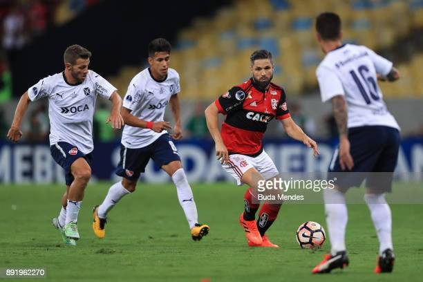 Diego of Flamengo struggles for the ball with a players of Independiente during the second leg of the Copa Sudamericana 2017 final between Flamengo...