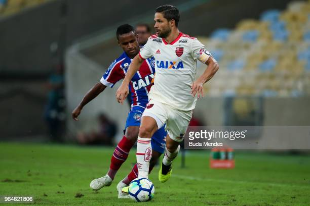 Diego of Flamengo struggles for the ball with Elber of Bahia during a match between Flamengo and Bahia as part of Brasileirao Series A 2018 at...