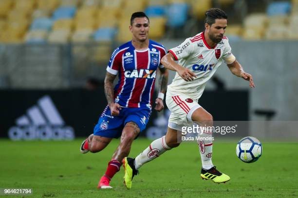Diego of Flamengo struggles for the ball with Mena of Bahia during a match between Flamengo and Bahia as part of Brasileirao Series A 2018 at...