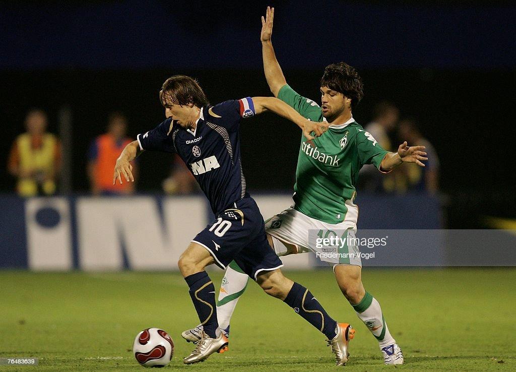 Dinamo Zagreb v Werder Bremen - UEFA Champions League Qualifier : Fotografía de noticias