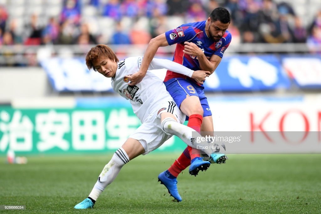 Diego Oliveira (R) of FC Tokyo and Ko Itakura of Vegalta Sendai compete for the ball during the J.League J1 match between FC Tokyo and Vegalta Sendai at Ajinomoto Stadium on March 3, 2018 in Chofu, Tokyo, Japan.