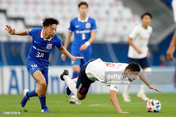 Diego Oliveira of FC Tokyo and Wen Jiabao of Shanghai Shenhua compete for the ball during the AFC Champions League Group F match between Shanghai...