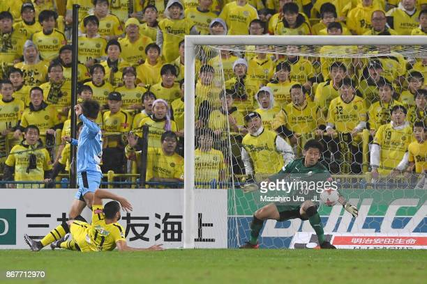 Diego Oliveira of Kashiwa Reysol scores his side's second goal during the JLeague J1 match between Kashiwa Reysol and Kawasaki Frontale at Hitachi...
