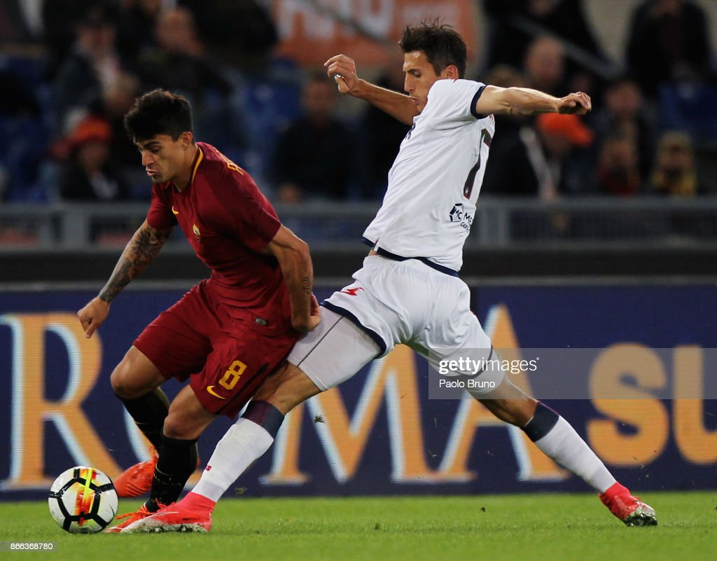 Diego Perotti of AS Roma competes for the ball with Ante Budimir of FC Crotone during the Serie A match between AS Roma and FC Crotone at Stadio Olimpico on October 25, 2017 in Rome, Italy.