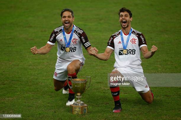 Diego Ribas and Rodrigo Caio of Flamengo celebarte with the trophy after winning the Campeonato Carioca 2021 after a match between Flamengo and...