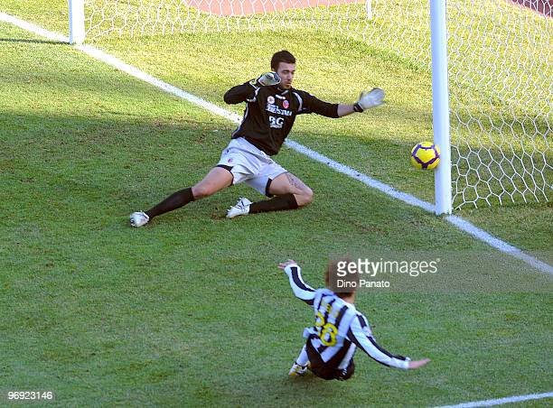 Diego Ribas da Cunia of Juventus takes a shot at Emiliano Viviano goalkepeer of Bologna during the Serie A match between Bologna FC and Juventus FC...