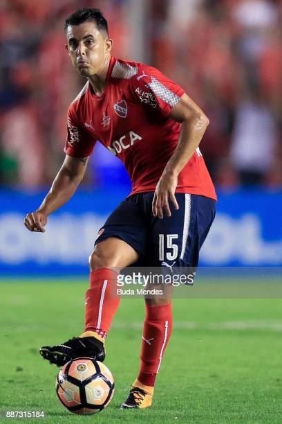 Diego Rodríguez of Independiente passes the ball during the first leg of the Copa Sudamericana 2017 final between Independiente and Flamengo at...