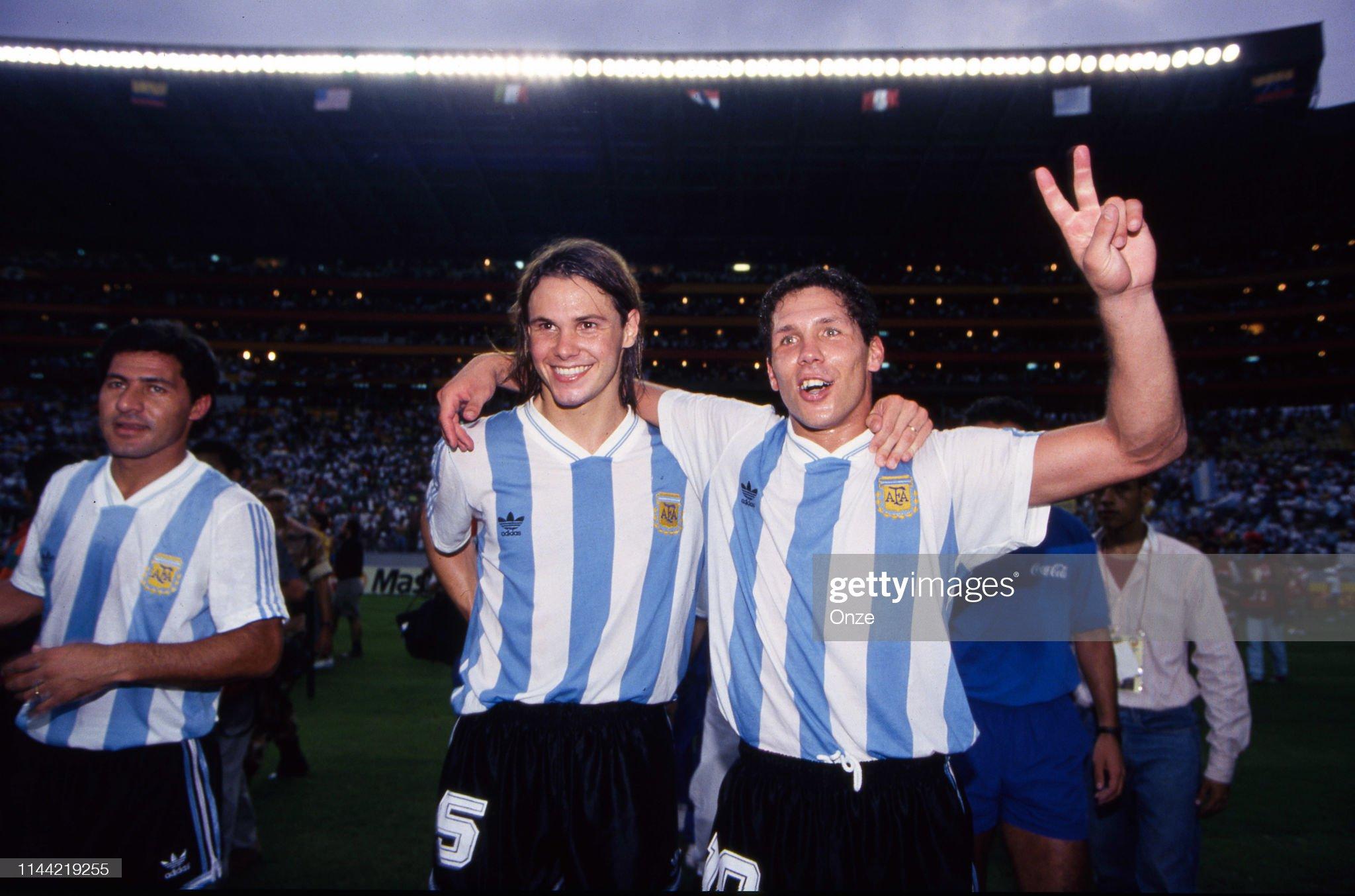Las mezclas amerindias y europeas - Mestizas y mestizos - Página 34 Diego-simeone-and-fernando-redondo-of-argentina-celebrate-during-the-picture-id1144219255?s=2048x2048
