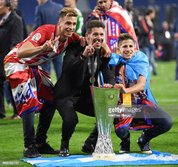 Diego Simeone Coach of Atletico Madrid celebrates winning the UEFA Europa League Final between Olympique de Marseille and Club Atletico de Madrid at...
