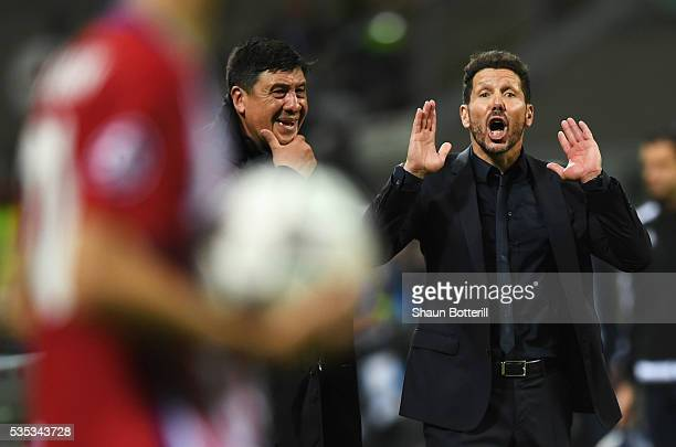 Diego Simeone head coach of Atletico Madrid gives instructions during the UEFA Champions League Final match between Real Madrid and Club Atletico de...