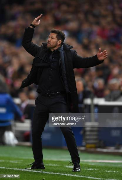Diego Simeone of Atletico Madrid shouts instuctions during the UEFA Champions League Semi Final second leg match between Club Atletico de Madrid and...