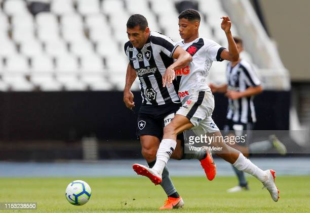 Diego Souza of Botafogo fights for the ball with Marrony of Vasco da Gama during a match between Botafogo and Vasco da Gama as part of the...