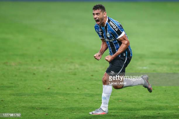Diego Souza of Gremio celebrates after scoring the first goal of his team during the match between Gremio and Fluminense as part of the first round...