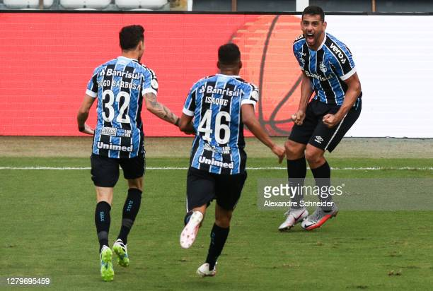 Diego Souza of Gremio celebrates with his team mates after scoring the first goal of their team during the match against Santos as part of...