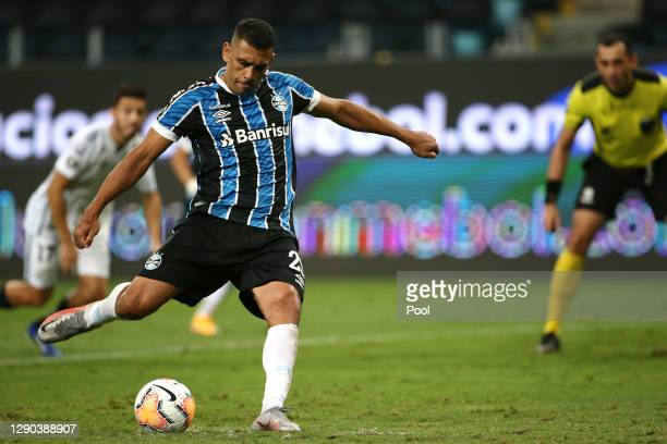 Diego Souza of Gremio kicks a penalty to score the first goal of his team during a first leg match between Gremio and Santos as part of Copa CONMEBOL...