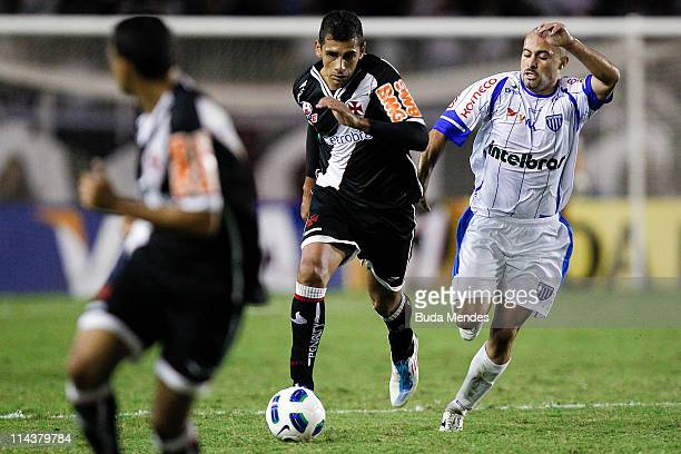 Diego Souza of Vasco struggles for the ball with Alleison of Avai during a match as part of Brazil Cup 2011 at Sao Januario stadium on May 18 2011 in...