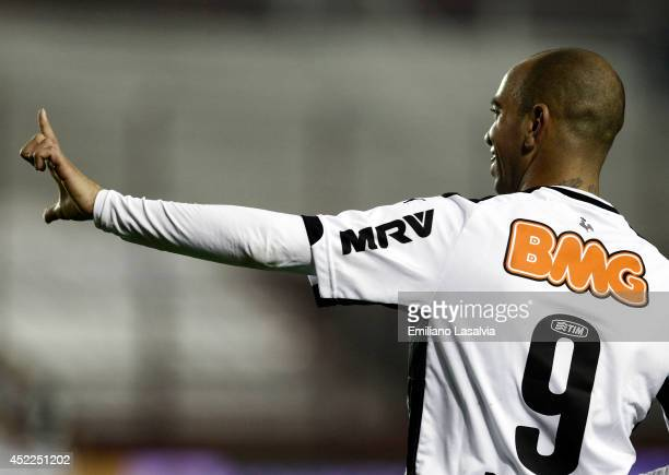 Diego Tardelli of Atletico Mineiro celebrates a goal during a match between Lanus and Atletico Mineiro as part of Recopa Santander Sudamericana 2014...
