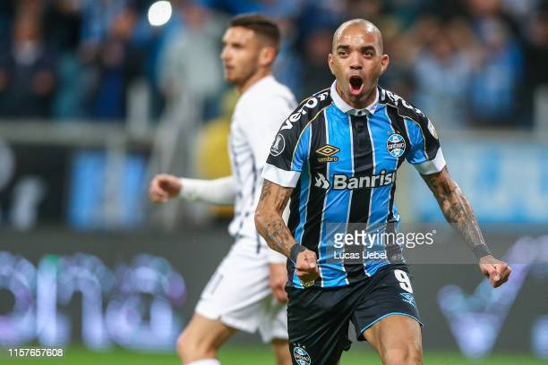 Diego Tardelli of Gremio celebrates after scoring his team's first goal during the match Gremio v Libertad as part of Copa CONMEBOL Libertadores 2019...
