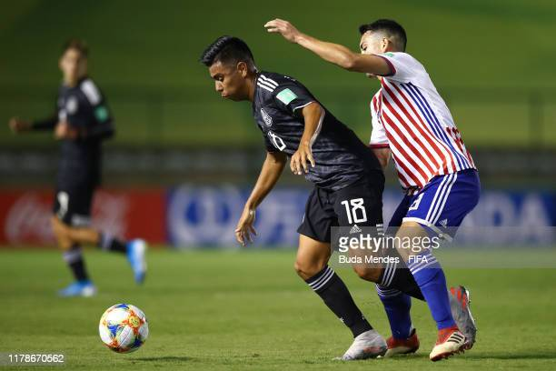 Diego Torres of Paraguay struggles for the ball with Efrain Alvarez of Mexico during the FIFA U17 Men's World Cup Brazil 2019 group F match between...
