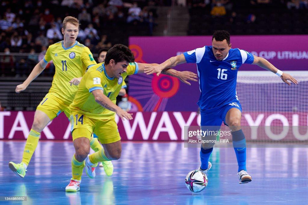 Brazil v Kazakhstan: 3rd Place Playoff - FIFA Futsal World Cup 2021 : Fotografía de noticias
