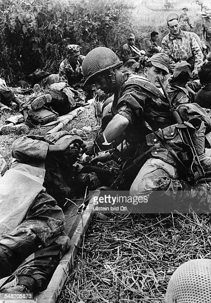 Dien Bien Phu: Wounded French soldiers waiting on a medical collection point for evacuation from the basin. May 1954