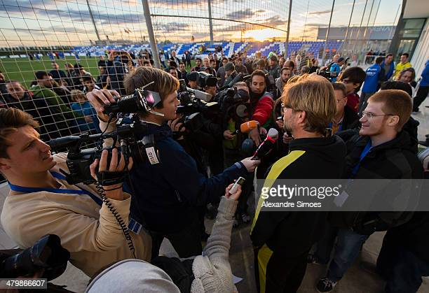 World S Best Fussball Reporter Stock Pictures Photos And