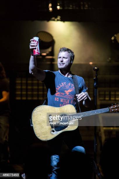 Dierks Bentley performs at PNC Music Pavilion on May 9, 2014 in Charlotte, North Carolina.