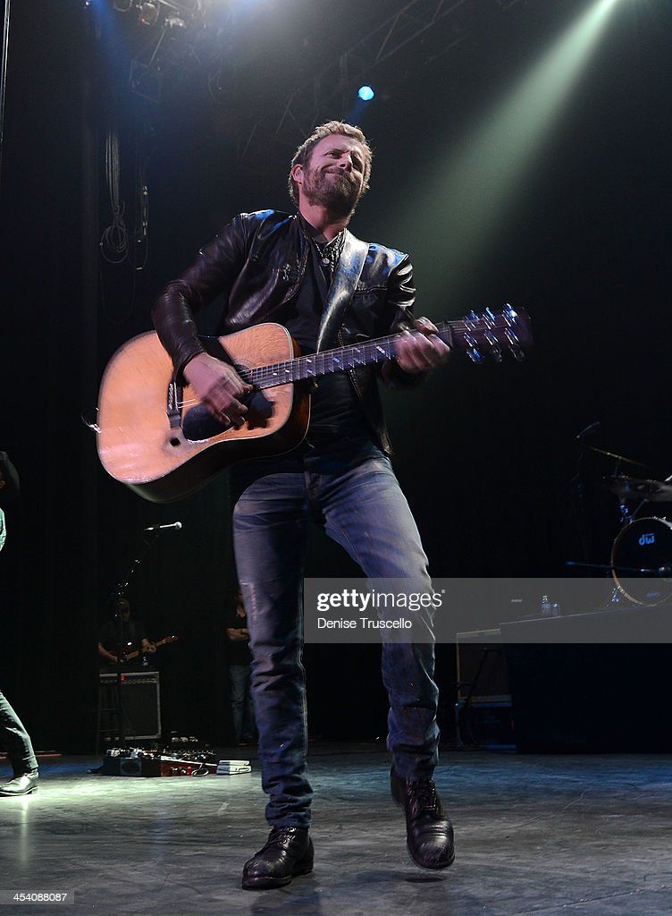 Dierks Bentley performs at the Pearl Inside Palms Casino Resort on December 6, 2013 in Las Vegas, Nevada.