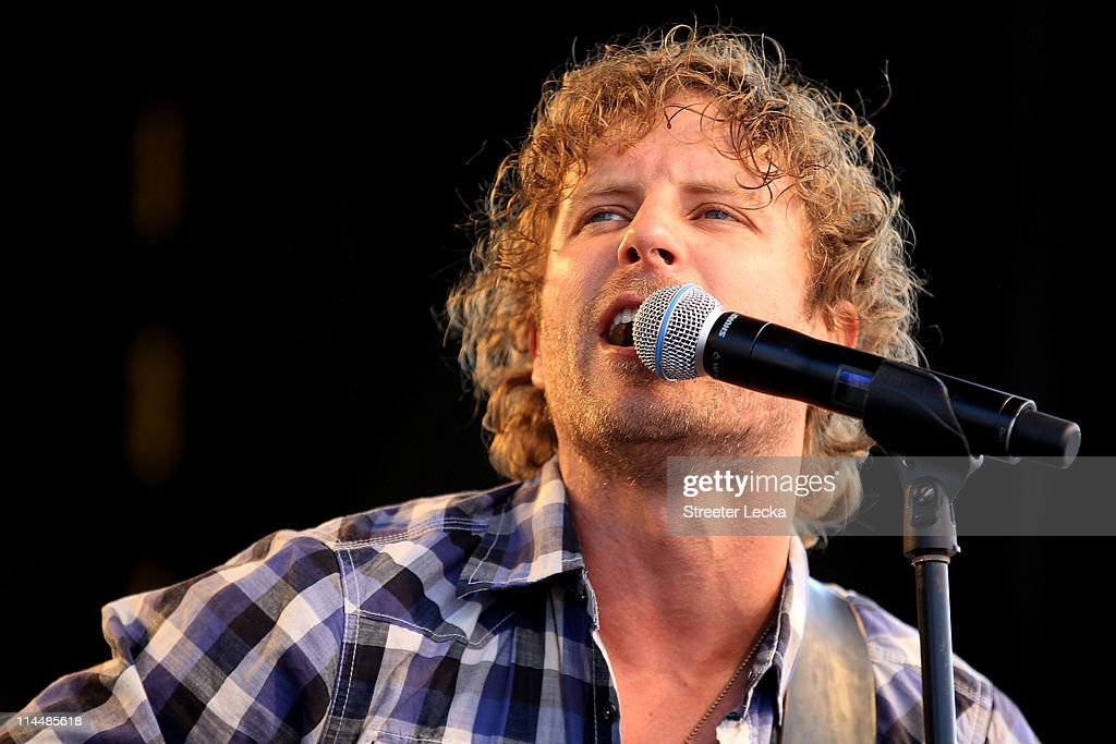 dierks bentley performs with his band at charlotte motor speedway on