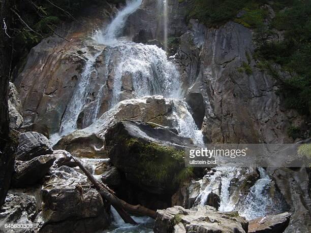 Dieser Wasserfall beginnt in der Gletscherregion der Zillertaler Alpen in Tirol und endet bei Hintertux dort aufgenommen am 16 August 2015
