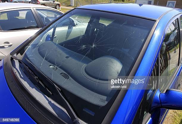 Dieses Auto wurde auf dem Parkplatz von Martin Mundt in Schaprode durch Hagel beschaedigt