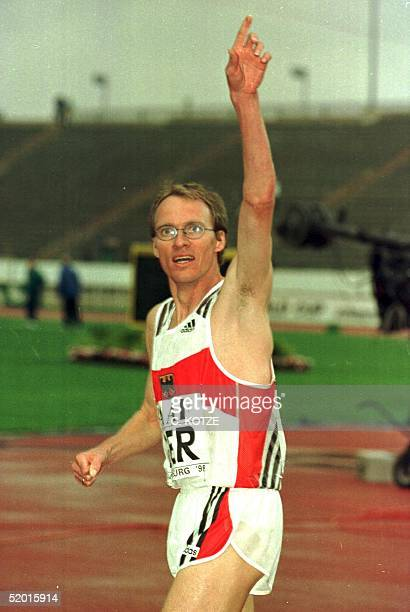 Dieter Baumann of Germany salutes a cheering crowd after winning the men's 3000 metre race here at the 8th IAAF World Cup in Athletics held at the...