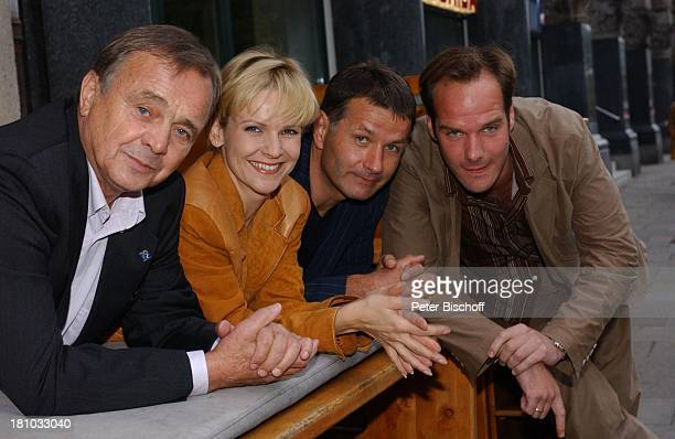 """Dieter Bellmann, Andrea Kathrin Loewig, Thomas Rühmann, Johannes Steck, , MDR/ARD-Serie: """"In aller Freundschaft"""", , Feier zur 200. Folge, """"CIU-Bar"""",..."""