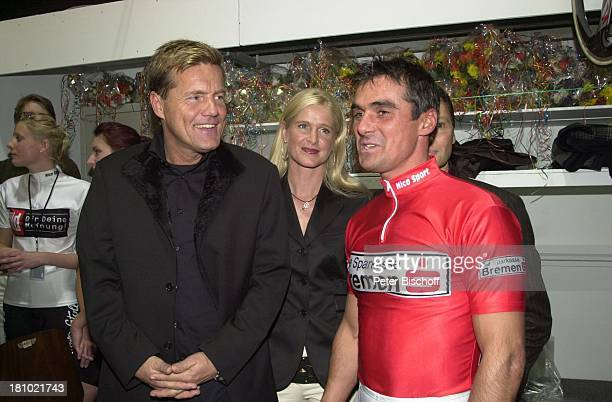 Dieter Bohlen Andreas Kappes '39 Bremer 6TageRennen' Bremen 'Bremer Stadthalle' vor dem Startschuss rotes Trikot Sport Fahrer Radrennfahrer
